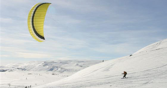 Winter kiteboarding in Kilpisjärvi, Finland 2004. Photo by Tarmo Laine